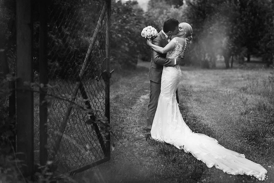 open_the_door_wedding_slovenia_zemono_slovenian_photographer_samo_rovan